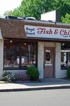 Royal guard fish chips stamford roadtrippers for Fish stamford ct